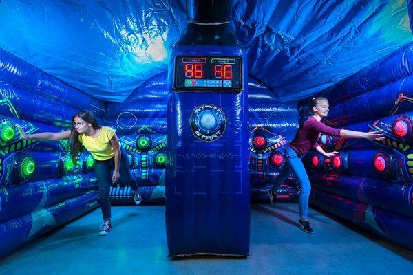 IPS Arene van Interactive PlaySystems; Interactieve Opblaasbare Spellen Kopen voor al je inflatables. Exclusief bij JB Inflatables