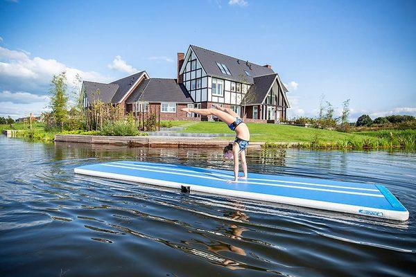 Professionele Airtracks en Opblaasbare Gymmatten voor Thuis Kopen Online bij JB Inflatables. AirTracks in Roze en Blauw