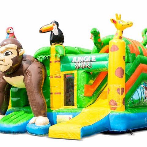 Overdekt opblaasbaar multiplay springkussen met glijbaan kopen in thema safari gorilla voor kinderen. Bestel opblaasbare springkussens online bij JB Inflatables Nederland