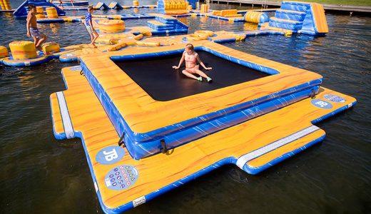 Opblaasbare Waterspelen kopen voor binnen en buiten water van JB Waterplay. Modulaire opblaasbare spellen voor zwembad en natuurwater van JB Inflatables