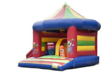 Opblaasbaar overdekt multiplay multifun springkussen met glijbaan kopen in thema carrousel circus voor kinderen. Bestel springkussens online bij JB Inflatables Nederland