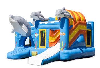 Opblaasbaar open multiplay blauw springkussen met glijbaan kopen in thema dolfijn voor kinderen. Bestel opblaasbare springkussens online bij JB Inflatables Nederland