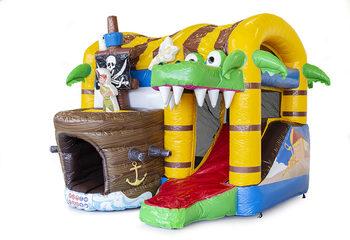 Klein overdekt opblaasbaar multiplay luchtkussen met glijbaan kopen in thema piraat voor kinderen. Bestel opblaasbare springkastelen online bij JB Inflatables Nederland
