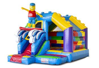 Klein overdekt opblaasbaar multiplay springkasteel met glijbaan kopen in thema superblocks lego voor kinderen.  Bestel nu opblaasbare springkastelen met glijbaan bij JB Inflatables Nederland