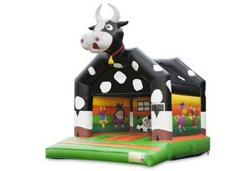 Standaard springkussen voor kinderen kopen in opvallende kleuren met bovenop een groot 3D object van een koe. Koop springkussens online bij JB Inflatables Nederland
