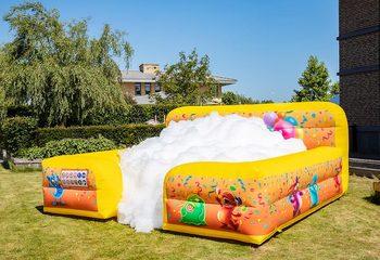 Opblaasbaar open bubble boarding springkussen met schuim bestellen in thema party feest voor kinderen