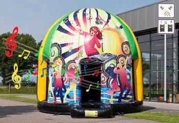Groot opblaasbaar overdekt disco springkussen van 5,5 meter in thema jungle muziek kopen voor jong en oud. Bestel opblaasbare springkussens bij JB Inflatables Nederland