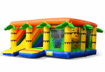 Groot opblaasbaar multiplay springkussen met glijbaan kopen in thema indoor jungle voor kinderen. Bestel springkussens online bij JB Inflatables Nederland