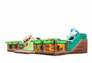 Groot opblaasbaar open speelpark springkussen met glijbaan en spellen kopen in thema jungle world 20 meter voor kinderen. Bestel springkussens online bij JB Inflatables Nederland