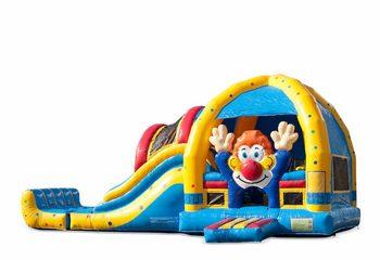 Groot opblaasbaar overdekt multiplay super springkussen met glijbaan kopen in thema clown voor kinderen. Bestel springkussens online bij JB Inflatables Nederland