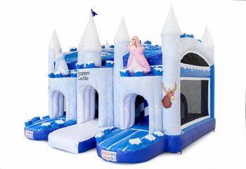 Groot opblaasbaar overdekt blauw wit multiplay luchtkussen met glijbaan kopen in thema ice ijs frozen voor kinderen. Bestel luchtkussens online bij JB Inflatables Nederland