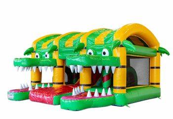 Groot overdekt opblaasbaar xxl springkussen met glijbaan kopen in thema krokodil voor kinderen. Bestel springkussens online bij JB Inflatables Nederland