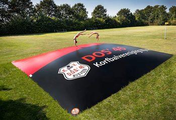 Airmountains Kopen; Standaard of Maatwerk AirTrampolines bestellen van JB Inflatables voor campings, zwembaden of airtrampolines voor horeca