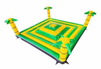 Groot open opblaasbaar speelberg springkussen geel groen in thema jungle oerwoud kopen voor kinderen