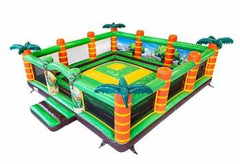 Groot opblaasbaar open speelberg springkussen met wanden kopen in thema jungle oerwoud voor kinderen. Bestel springkussen online bij JB Inflatables Nederland