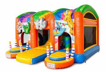 Groot opblaasbaar overdekt multiplay springkussen met glijbaan kopen in thema party feest voor kinderen. Bestel springkussens online bij JB Inflatables Nederland