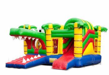 Opblaasbaar overdekt multiplay springkussen met glijbaan kopen in thema krokodil voor kinderen. Bestel springkussens online bij JB Inflatables Nederland