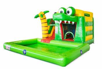 Opblaasbaar mini splash bounce springkussen met zwembadje kopen bij JB Inflatables in thema krokodil voor kinderen. Bestel springkussens online bij JB Inflatables Nederland.