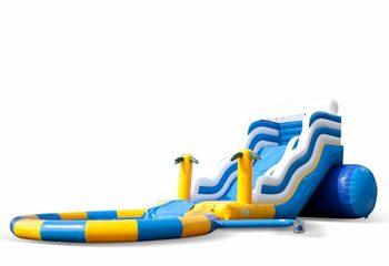 Groot opblaasbaar springkussen met glijbaan en waterbadje kopen in thema wave slide golf voor kinderen bij JB Inflatables