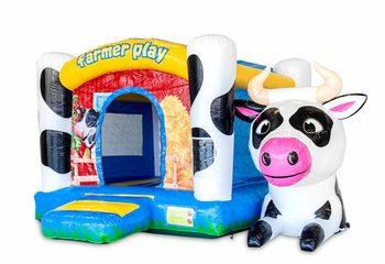 Standaard box springkussen voor kinderen kopen in opvallende kleuren met bovenop een groot 3D object van een koe. Koop springkussens online bij JB Inflatables Nederland