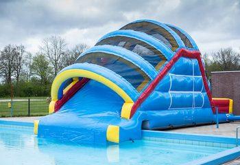 Opblaasbare glijbaan op maat gemaakt voor in een buiten zwembad kopen voor kinderen