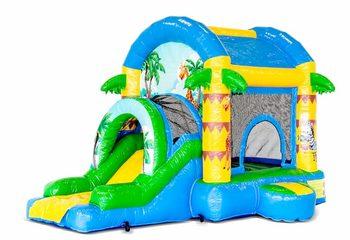Groot overdekt opblaasbaar springkussen met glijbaan kopen in thema jungle fun voor kinderen. Bestel opblaasbare springkastelen online bij JB Inflatables Nederland