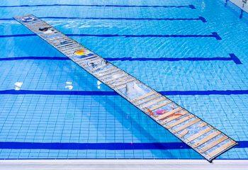 Op maat gemaakte waterloopmat kopen voor in het zwembad voor kinderen