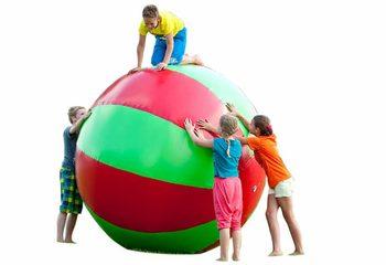Opblaasbare mega bal groen rood voor kinderen kopen
