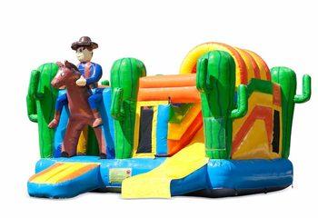 Opblaasbaar open multiplay springkussen met glijbaan kopen in thema cowboy western voor kinderen. Bestel opblaasbare springkussens online bij JB Inflatables Nederland