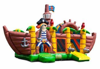 Opblaasbaar overdekt multiplay springkussen met glijbaan kopen in thema piraat piratenschip voor kinderen. Bestel opblaasbare springkussens online bij JB Inflatables Nederland