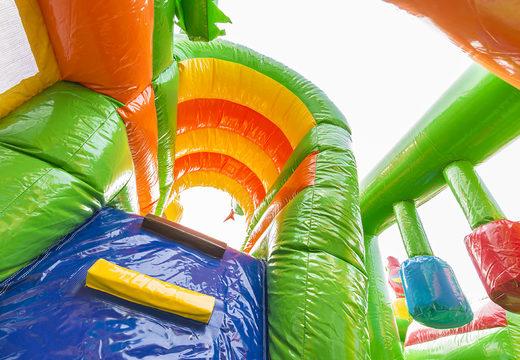 Overdekt opblaasbaar multiplay springkasteel met glijbaan kopen in safari gorilla thema voor kids. Bestel opblaasbare springkastelen online bij JB Inflatables Nederland