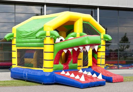 Middelmatig opblaasbare springkasteel in krokodil thema met glijbaan kopen voor kinderen. Bestel opblaasbare springkastelen online bij JB Inflatables Nederland