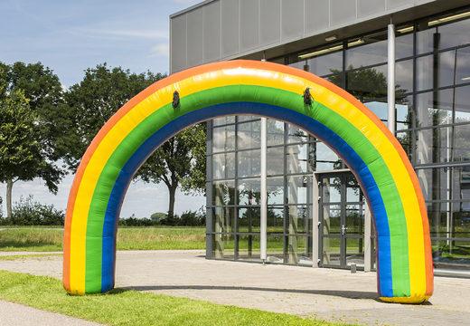 Opblaasbare 6x4m start & finishboog te koop in regenboog kleur bij JB Inflatables Nederland. Bestel opblaasbare bogen in standaard kleuren en afmetingen direct online