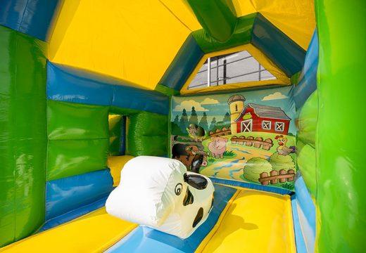 Midi overdekt multifun springkasteel met glijbaan kopen in thema boerderij voor kinderen. Koop springkastelen online bij JB Inflatables Nederland