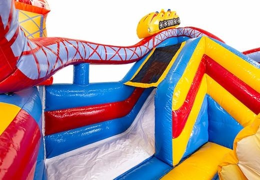 Opblaasbaar open multiplay springkasteel met glijbaan bestellen in rollercoaster thema voor kinderen. Koop springkastelen online bij JB Inflatables Nederland