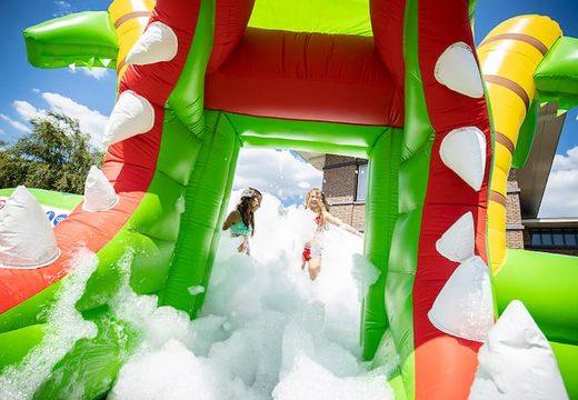 Groot opblaasbaar open bubble boarding park springkasteel met schuim kopen in thema krokodil voor kinderen