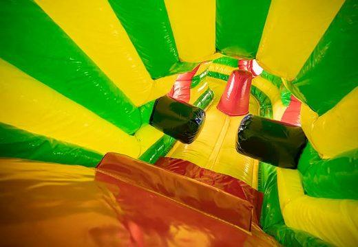 Overdekt kruiptunnel luchtkussen in thema leeuw kopen met obstakals, een klimhelling en glijhelling voor kinderen. Bestel luchtkussens online bij JB Inflatables Nederland