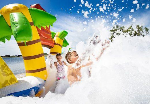 Bubble park Hawaii met een schuimkraan kopen voor kids. Bestel opblaasbare springkussens bij JB Inflatables Nederland
