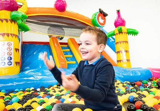 commander un chateau gonflable flamant rose avec piscine à balles pour les petits enfants