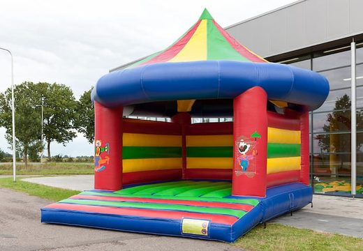 Super springkussen overdekt kopen in carrousel circus thema voor kinderen. Koop springkussen online bij JB Inflatables Nederland