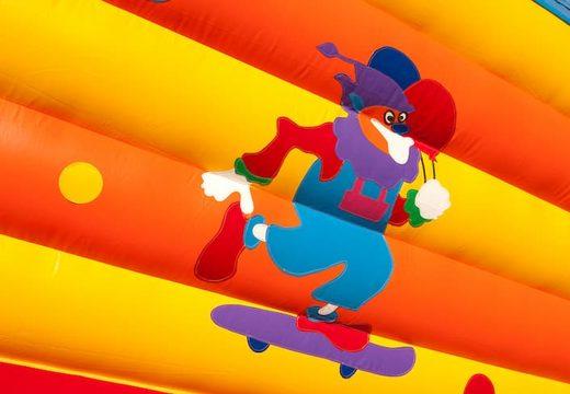 Groot springkasteel overdekt kopen in clown thema voor kinderen. Bestel springkastelen online bij JB Inflatables Nederland