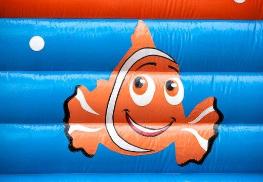 Groot overdekt springkasteel kopen in thema clownvis nemo voor kinderen. Bestel springkastelen online bij JB Inflatables Nederland
