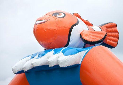 Groot overdekt luchtkussen kopen in thema clownvis nemo voor kinderen. Koop luchtkussens online bij JB Inflatables Nederland