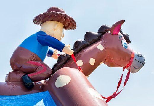 Groot overdekt springkussen kopen in thema cowboy western voor kinderen. Bestel springkastelen online bij JB Inflatables Nederland