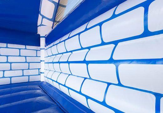 Groot overdekt blauw wit springkussen kopen in thema kasteel voor kinderen. Koop springkussens online bij JB Inflatables Nederland