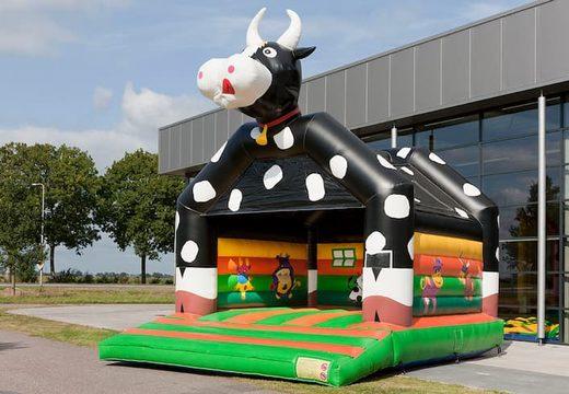 Koetje super springkussen met vrolijke animaties voor kinderen.  Koop springkussen online bij JB Inflatables Nederland