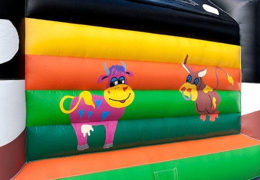 Super springkussen overdekt kopen in thema koetje voor kinderen. Bestel springkussens online bij JB Inflatables Nederland