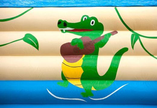Groot springkussen overdekt kopen met vrolijke animaties in krokodil thema voor kinderen. Koop springkussens online bij JB Inflatables Nederland
