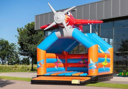 Vliegtuig super springkussen met vrolijke animaties voor kinderen. Koop springkussen online bij JB Inflatables Nederland