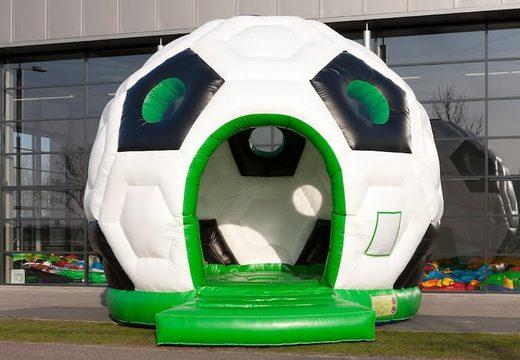 Groot overdekt rond springkussen kopen in thema voetbal in de kleuren groen, zwart en wit voor kinderen. Bestel springkussens online bij JB Inflatables Nederland